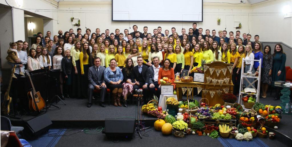 Молодь церкви на Кар'єрній, 44