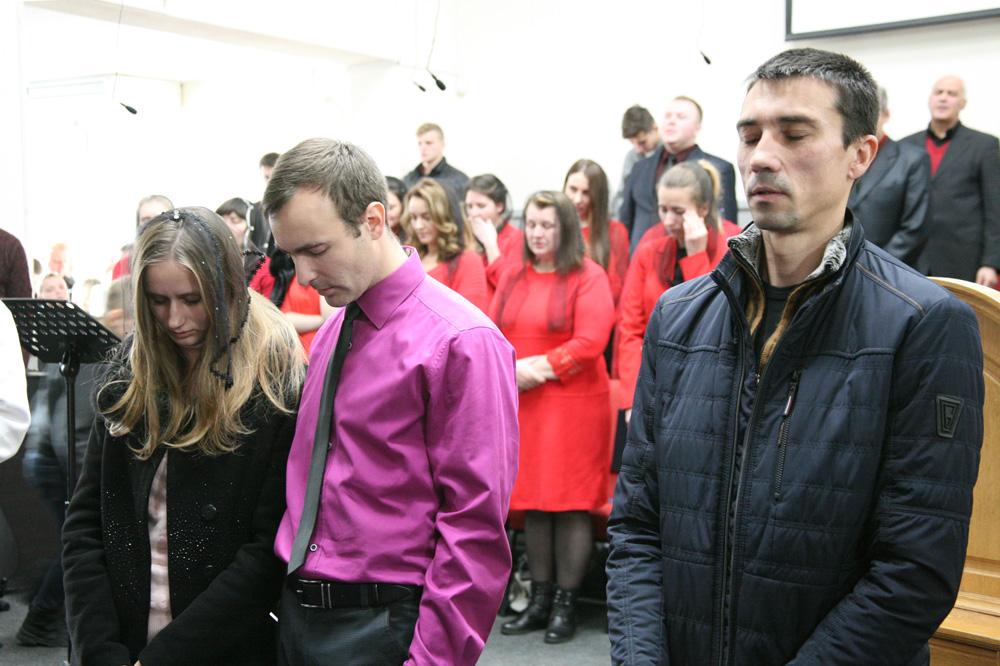 Прийняття в члени церкви Руслана, Віти Терещенко та Олександра Герасименко