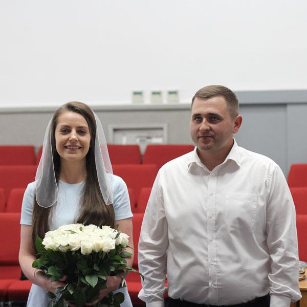 Заручена пара Олег та Лора