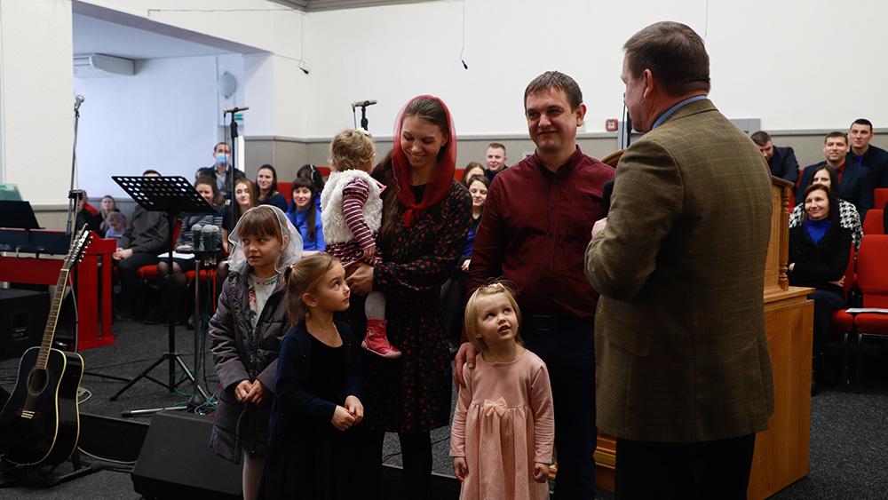 Сім'я Мініч переходить в іншу церкву