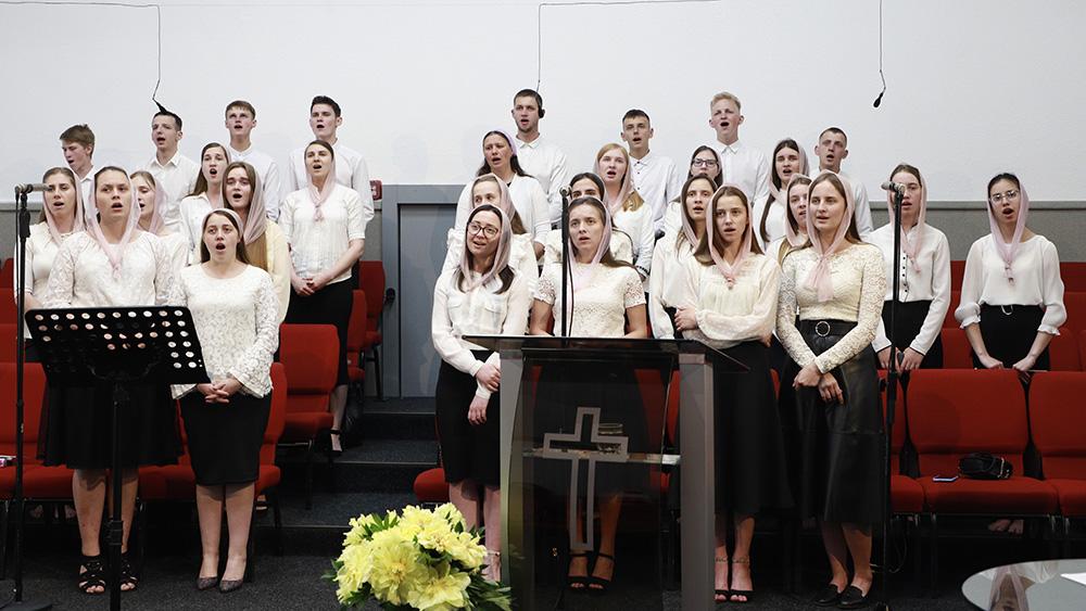 Молодіжний хор з м. Сарни