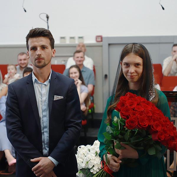 Заручена пара Микола та Каріна