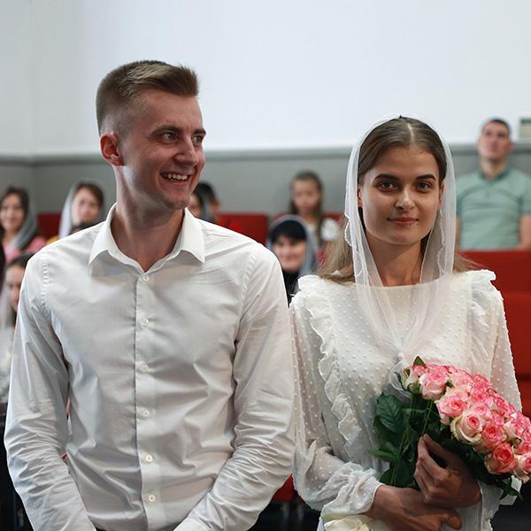 Заручена пара Ростислав та Марія