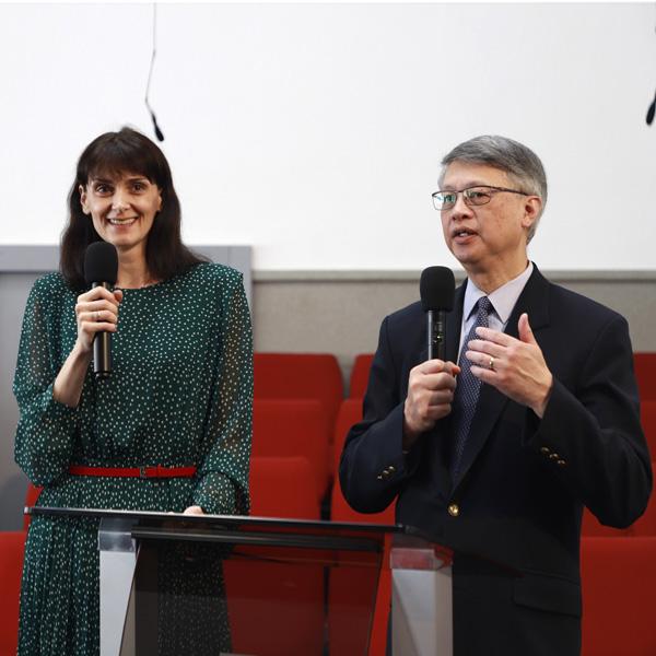 Олеся та Джозеф Трейси